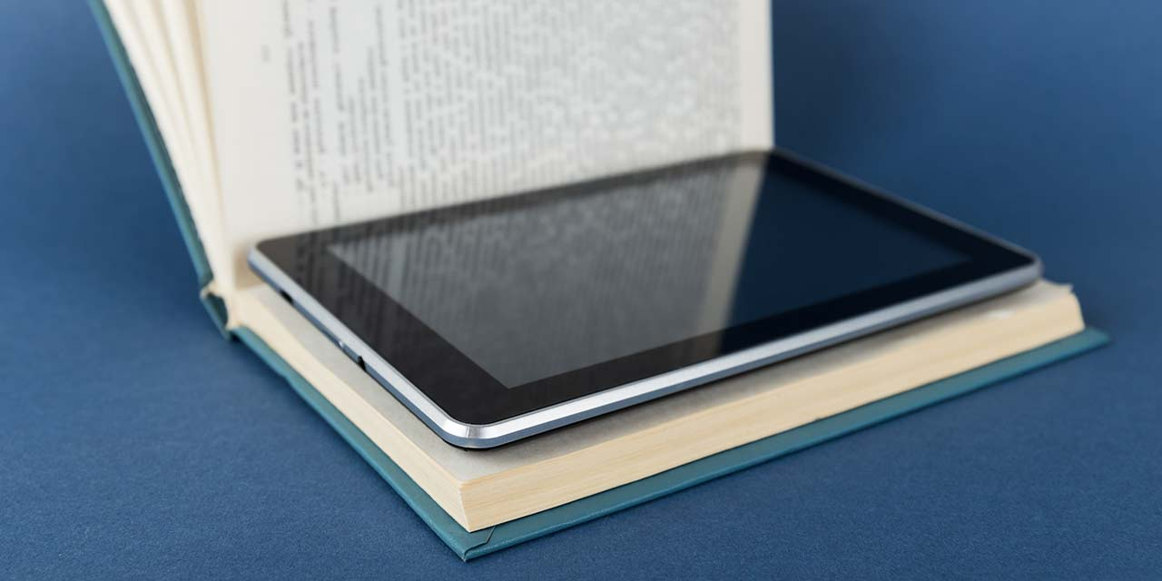 Textbooks Are Obsolete: 5 Reasons The Digital Switch is Long Overdue